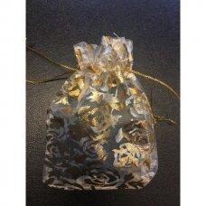 7 x 9 cm Dovanų pakavimo maišeliai iš organzos -  juvelyrikos, bižuterijos papuošalams, baltos spalvos, aukso ornamentas - rožytė.