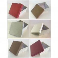 11,5 x 11,5 x 6 cm(h) Dvispalvė popierinė dovanų pakavimo dėžutė. 6 GALIMOS SPALVOS. Pakuotė 6 vnt