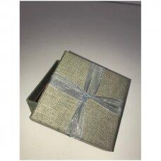 5 x 6 x 4 cm(h)  Lino imitacijos popierinė dovanų pakavimo dėžutė su kaspinu juvelyrikai, bižuterijai.