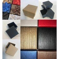 9 x 9 x 5 cm(h) Spalvota popierinė dviejų dalių dovanų dėžutė. Pakuotė 6 vnt