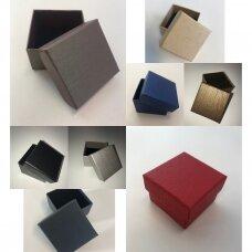 5 x 5 x 3 cm(h)  Spalvota, popierinė, dviejų dalių dovanų dėžutė žiedams, juvelyrikai, papuošalams, bižuterijai. 11 SPALVŲ !! Pakuotė 24 vnt