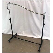 """Universali,""""bangos"""" formos, reguliuojamo aukščio drabužių kabykla ant ratų. Modelis 028. Ilgis 120 cm. Juoda spalva"""
