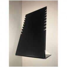 L-formos stovas iš juodo plastiko - papuošalams ir grandinėlėms