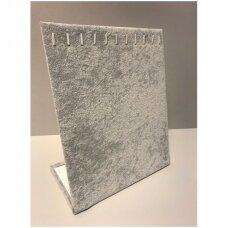 Kaklo papuošalų L-formos stovas, pilkos spalvos veliūras.