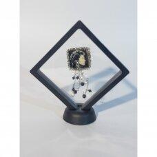 9 x 9 x 2cm(h) Universali dovanų pakavimo dėžutė 3D  su tampria plėvele - papuošalams, juvelyrikai, numizmatikai, nuotraukoms. Juoda spalva