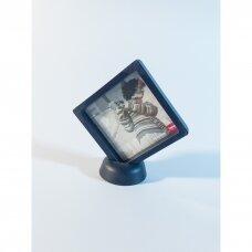 11 x 11 x 2cm(h) Universali dovanų pakavimo dėžutė 3D  su tampria plėvele - papuošalams, juvelyrikai, numizmatikai, nuotraukoms. Juoda spalva
